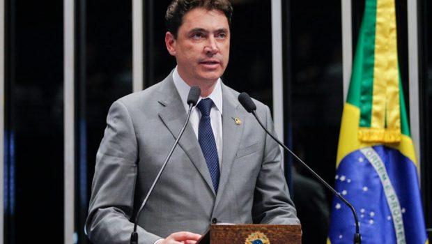 Wilder Morais é único senador goiano presente em votação de projeto que regulamenta o Uber