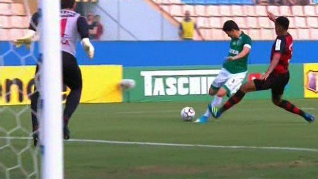Goiás marca no fim e empata com Oeste na despedida da Série B