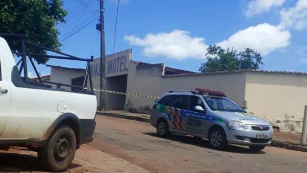 Homem é encontrado morto em quarto de motel, em Inhumas