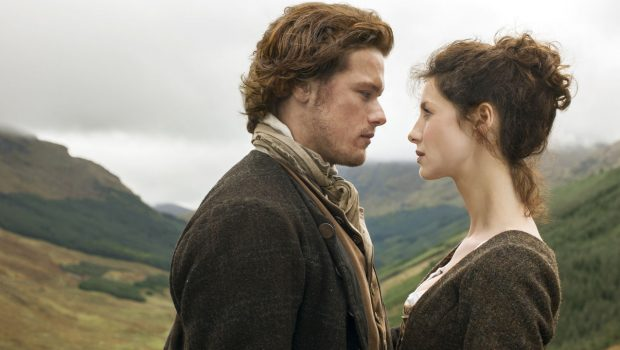 Fox transmite episódio de 'Outlander' com legenda de série erótica