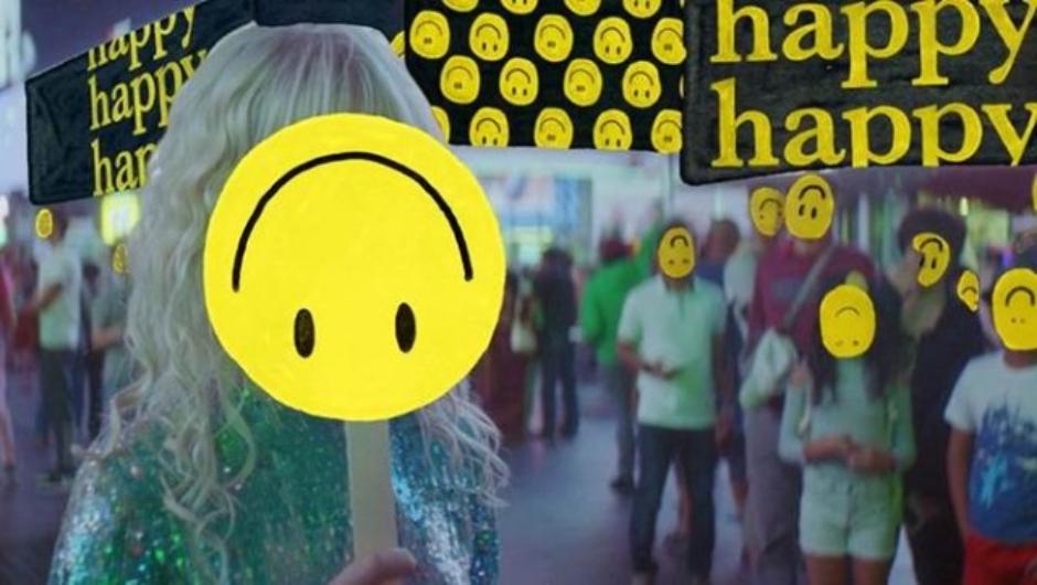 Paramore fala sobre fingir que está bem no clipe de 'Fake Happy'