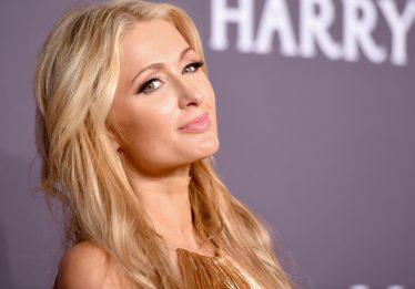 Paris Hilton perde anel de diamantes, mas o encontra em balde de gelo