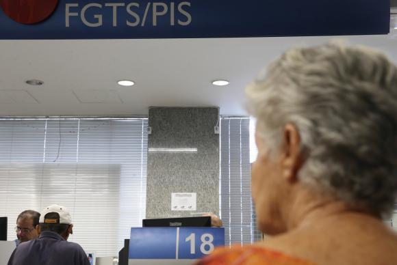 Governo divulga hoje calendário de saques do PIS/Pasep