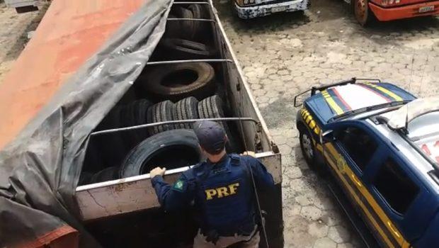 Carretas paraguaias carregadas com pneus são apreendidas na BR-060