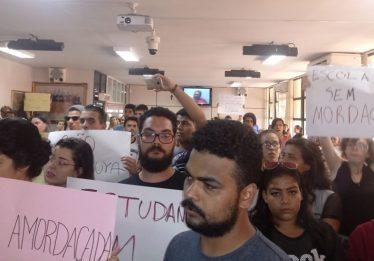"""Câmara de Jataí é ocupada por manifestantes contrários à """"Escola sem partido"""""""