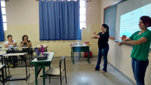 Afinal, quais são os desafios para a formação educacional de surdos no Brasil?