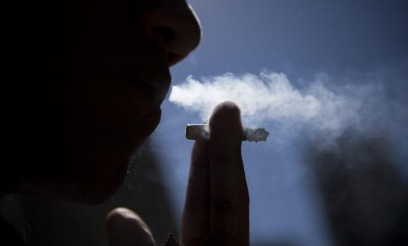 Fabricantes de cigarro começam a veicular alertas contra o fumo