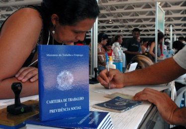 Brasil fecha 43 mil vagas formais em março, mostra Caged