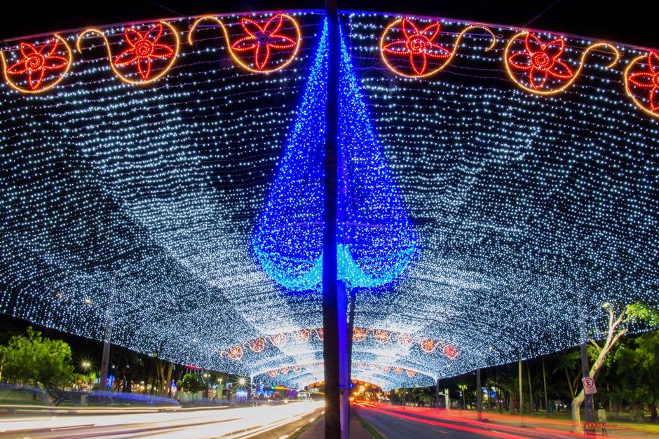 Comunidade saudadense acompanhou a chegada do Papai Noel do Brasil