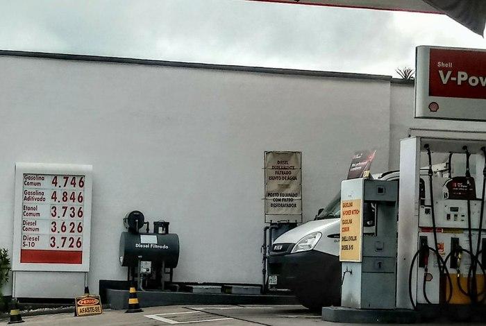 Boicote a postos de combustíveis em Volta Redonda (RJ) faz preço da gasolina cair