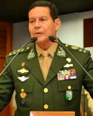 Exército destitui general de cargo por ter criticado Michel Temer