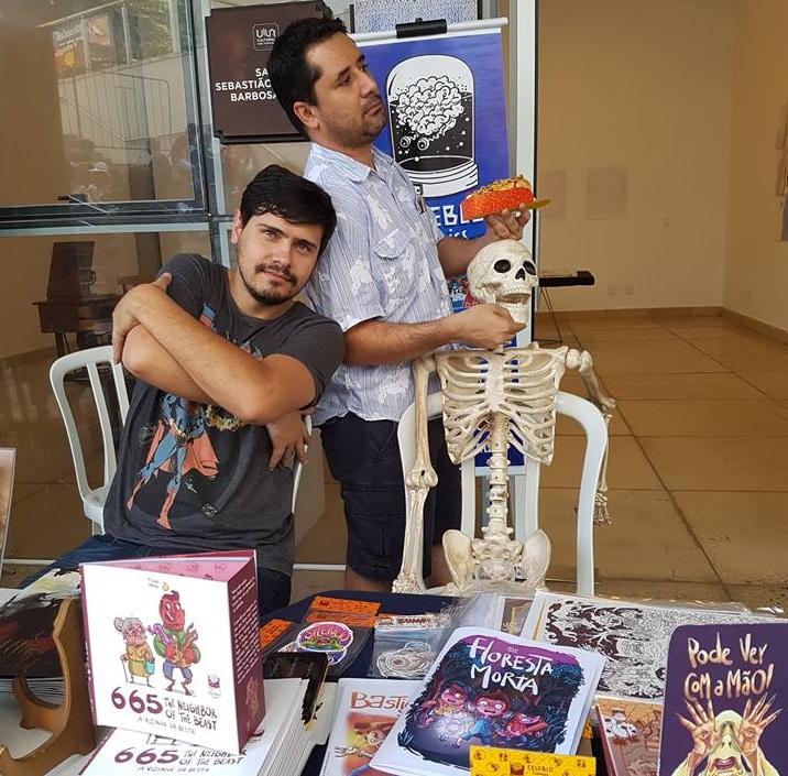 Tiago Holsi e Francisco Costa lançam suas HQs nesta sexta-feira
