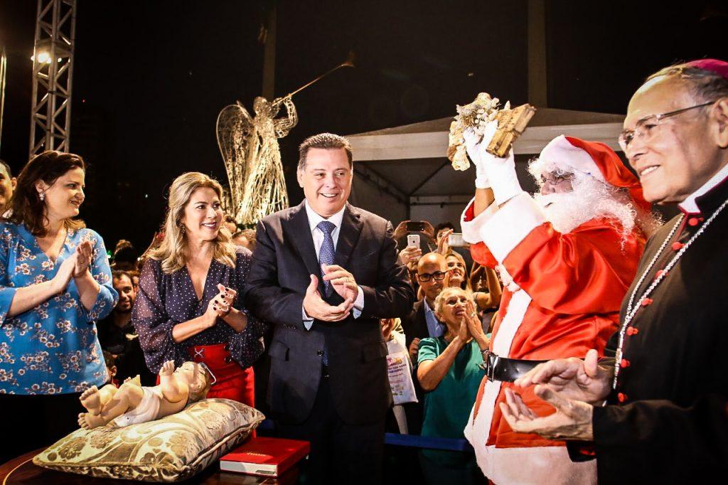 """""""Trabalhamos com as mãos estendidas para as famílias"""", afirma Marconi na abertura do Show de Natal da OVG"""