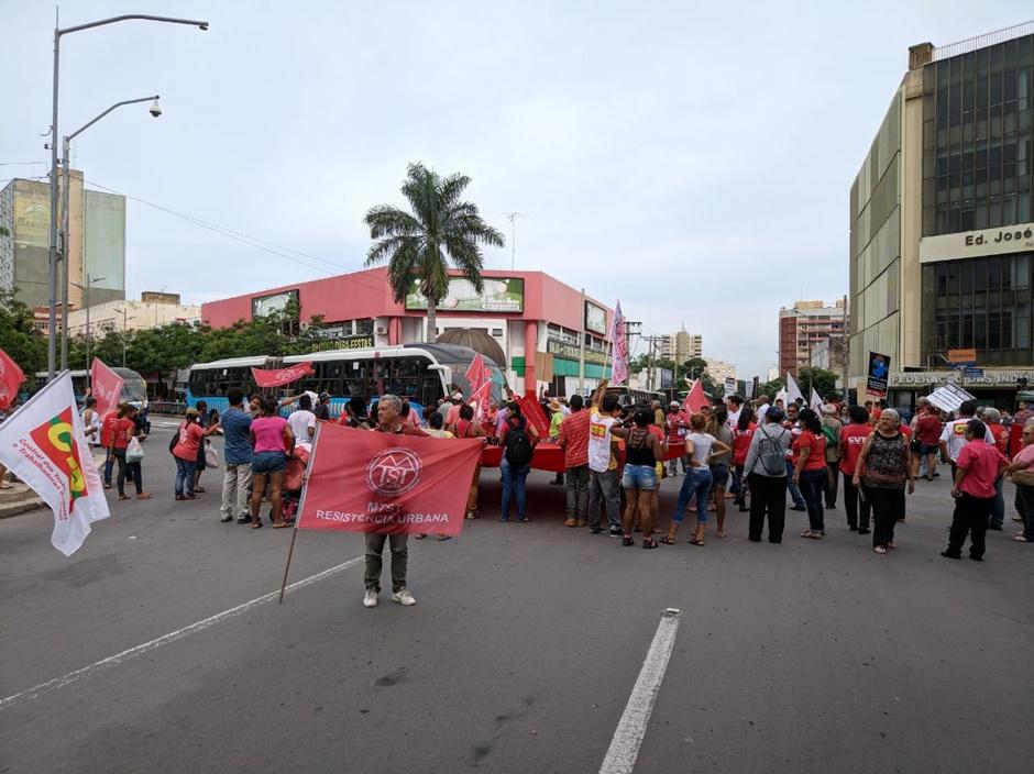 Manifestação contra pacotes de medidas e reformas do governo Temer é realizada em Goiânia