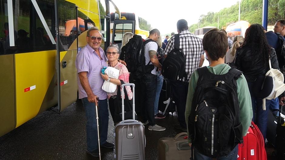 Empresa aérea usa ônibus clandestino para transportar passageiros
