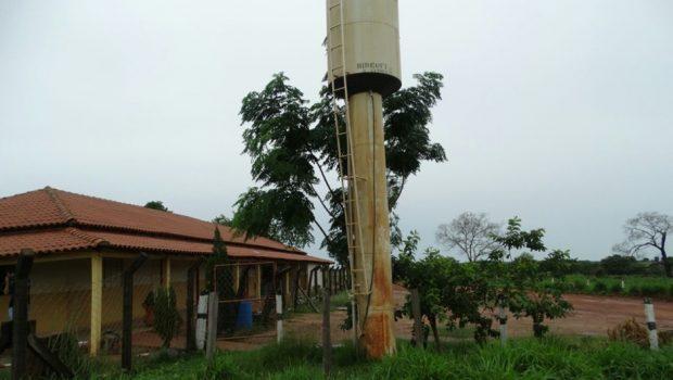 """Fazenda tirava proveito de """"gatos"""" na água e na energia de escola estadual, em Amaralina"""