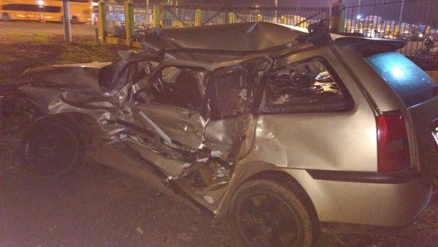 Homem morre após colidir carro contra caminhão na BR-050, em Catalão