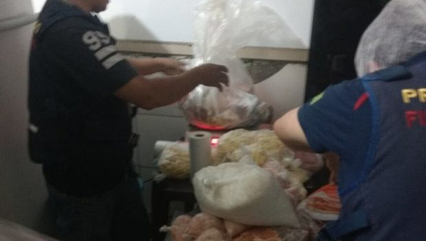 Restaurante é autuado pelo Procon Goiás com 131 quilos de alimentos impróprios para consumo