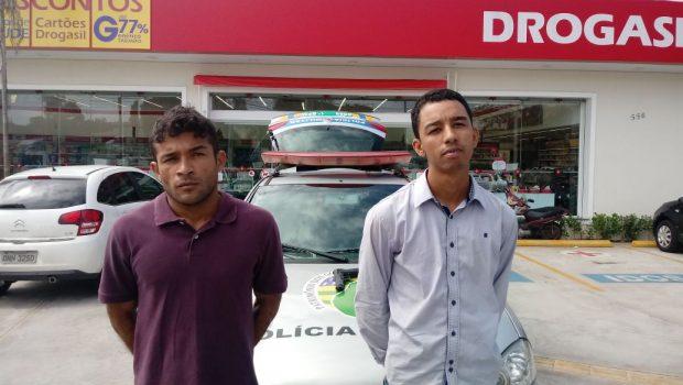 Dupla é presa em flagrante após assalto à farmácia, em Goiânia