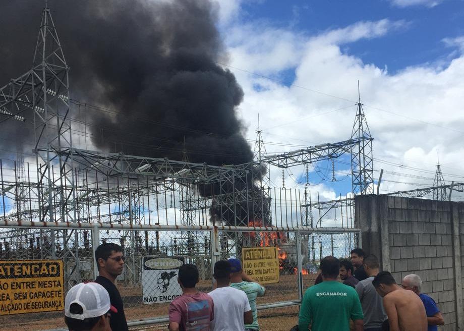 Transformador da Celg pega fogo e deixa Catalão sem energia, veja vídeo