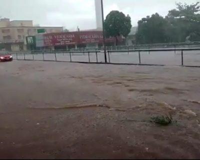 Chuva causa alagamento em várias ruas de Goiânia; veja vídeos