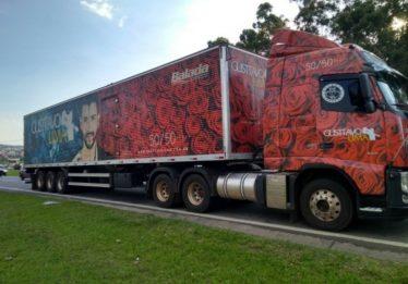 Motorista e filho são feitos reféns em roubo de caminhão do cantor Gusttavo Lima