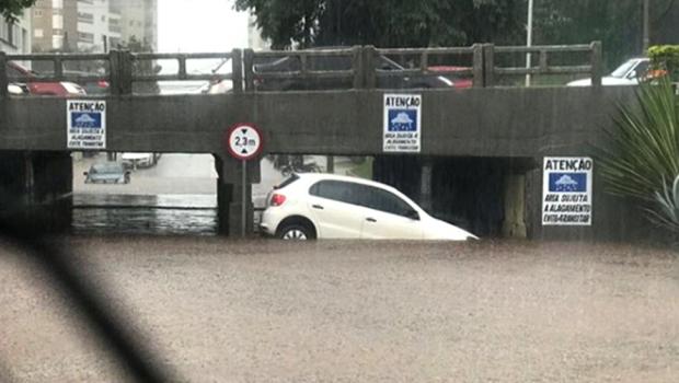 Chuva na tarde desta quinta-feira causa transtornos em Goiânia