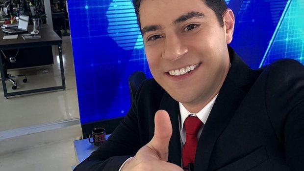 Evaristo Costa publica foto em estúdio de TV e fãs torcem para sua volta
