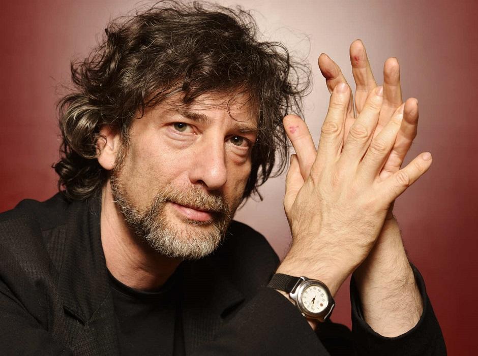 Neil Gaiman diz que sempre quis escrever Black Mirror, mas que não tem tempo