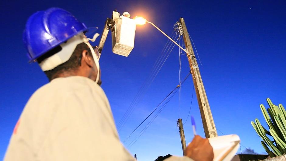 Após pagamento, prestadora de reparos na iluminação de Goiânia retoma serviços