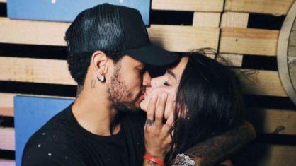 Neymar e Bruna Marquezine se beijam em festa