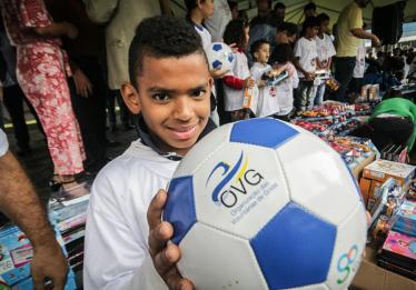 Governo de Goiás e OVG entregam 15 mil brinquedos em Anápolis