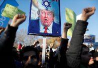 Decisão de Trump sobre Jerusalém gera protesto em frente a embaixadas americanas
