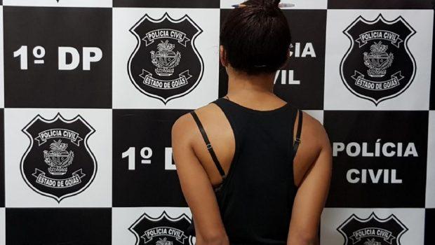 Mulher é presa com porções de cocaína escondidas nas partes íntimas