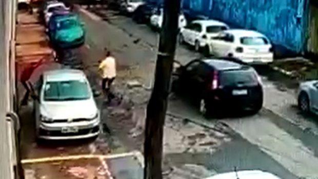 Um bandido morre e outro é preso após roubo em shopping de Goiânia, veja vídeos