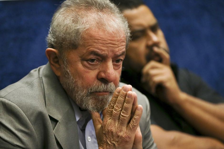 Lula pode tentar fixar domicílio em outro país, diz juiz