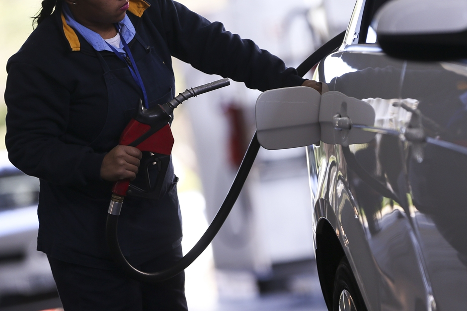 Preço médio da gasolina nos postos aumenta pela 13ª semana seguida