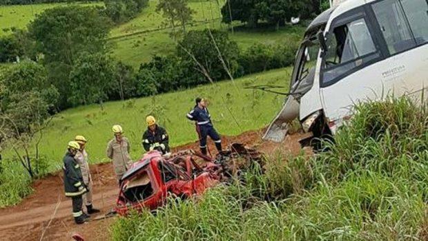 Acidente entre carro e ônibus deixa um óbito e 22 feridos na BR-414, em Corumbá de Goiás