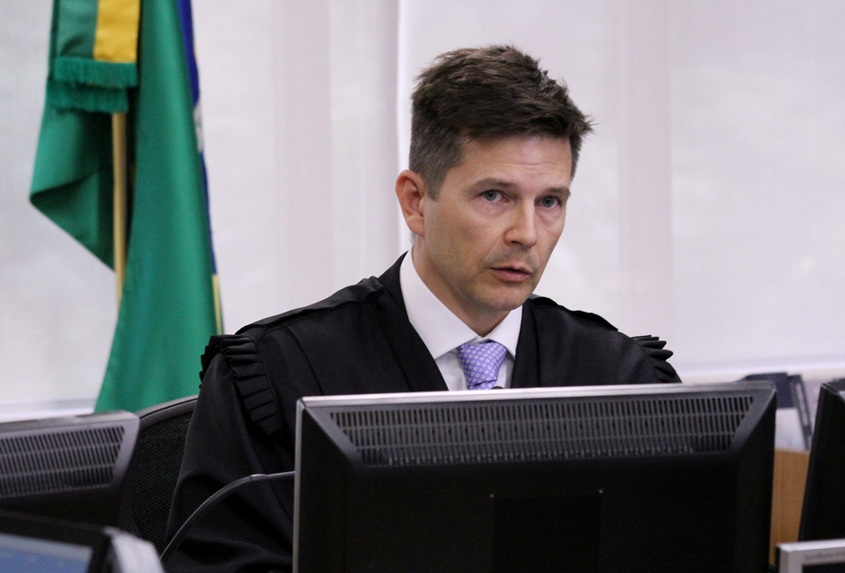 Revisor acompanha na íntegra o voto do relator e tribunal tem maioria para condenar Lula