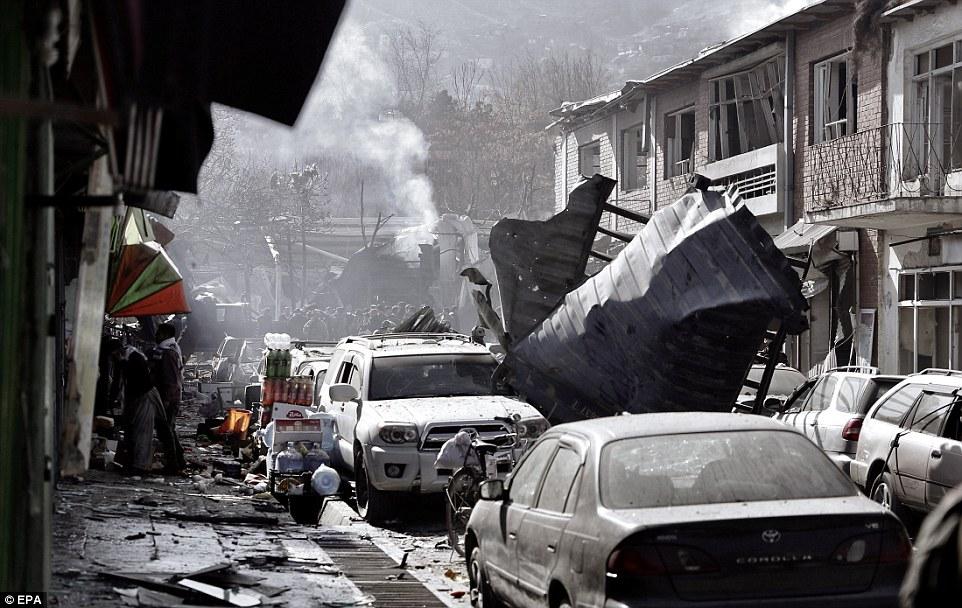 Atentado com 'ambulância-bomba' mata ao menos 40 pessoas em Cabul