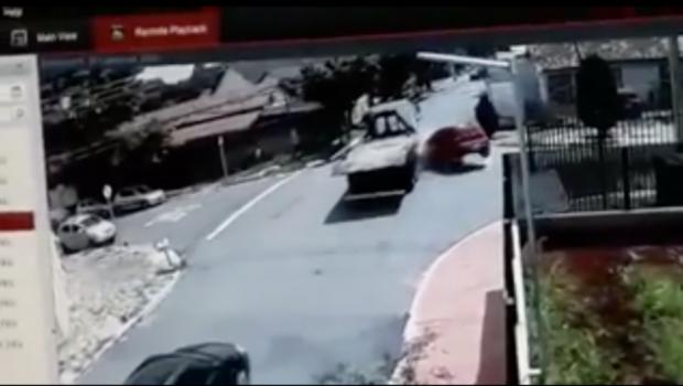 Bandidos colidem carro roubado em caminhão no Setor Vila Nova; assista ao vídeo