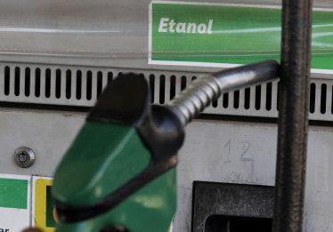 Analistas veem governo sem espaço de manobra com preço da gasolina