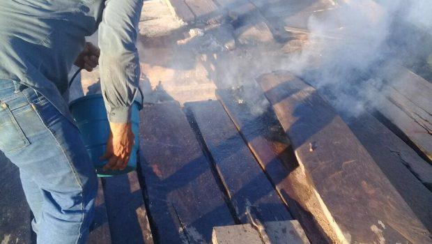 Incêndio destrói ponte de madeira que ligava Palestina de Goiás a Arenópolis na GO-471
