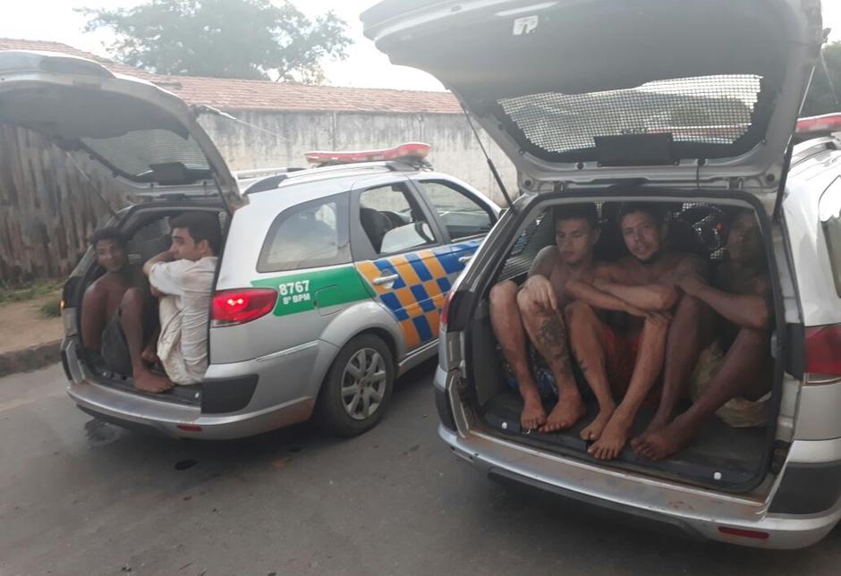 Após rebelião, forças de segurança pública tentam recapturar 99 foragidos