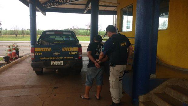 Caminhoneiro é preso em flagrante por dirigir embrigado na BR-452, em Itumbiara