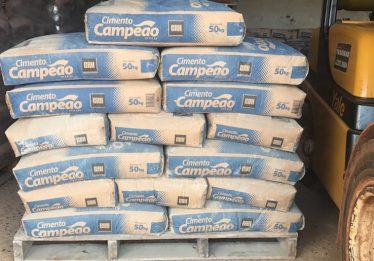 Funcionário é preso por desviar sacos de cimento em loja de materiais de construção, em Itumbiara