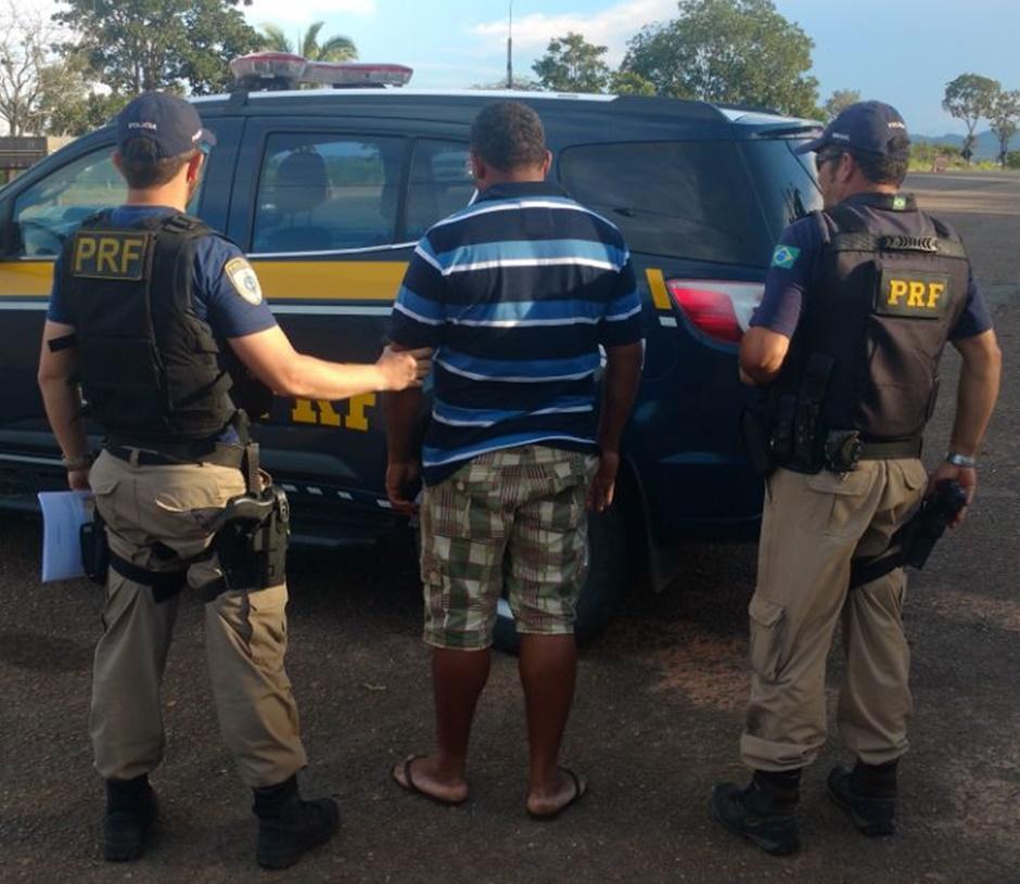 Homem é preso após confessar que pagou R$ 2,5 mil por habilitação falsa, em Uruaçu