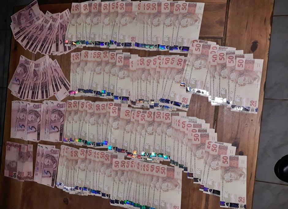 Homem é preso com R$11 mil em notas falsas, em Edéia