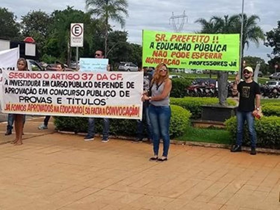 Resultado de imagem para FOTOS DE APROVADOS NA PREFEITURA DE GOIANIA EM PROTESTO