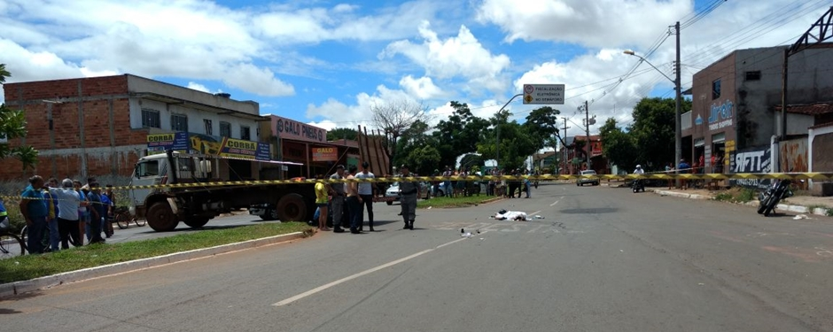 Acidente entre moto e caminhão deixa um homem morto no Setor Novo Planalto